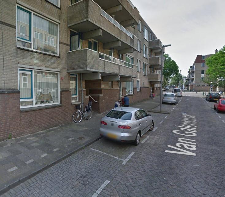 Sinkhole in Rotterdam-Rubroek; bewoners uit huis getakeld