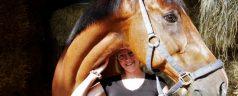 Zingende studenten en hinnikende paarden