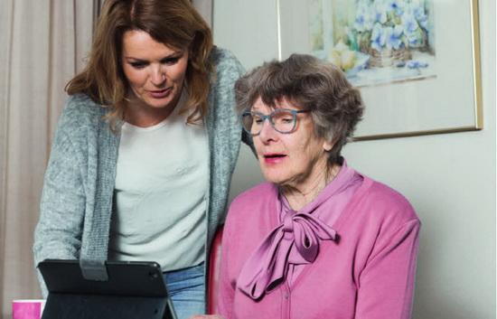 Veilig zelfstandig blijven wonen met KPN Vitaal Thuis en Thuishulp Rotterdam