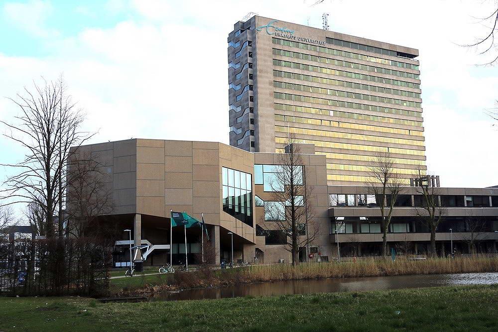 Erasmus Universiteit sluit per direct Polak gebouw vanwege scheuren in meerdere verdiepingen