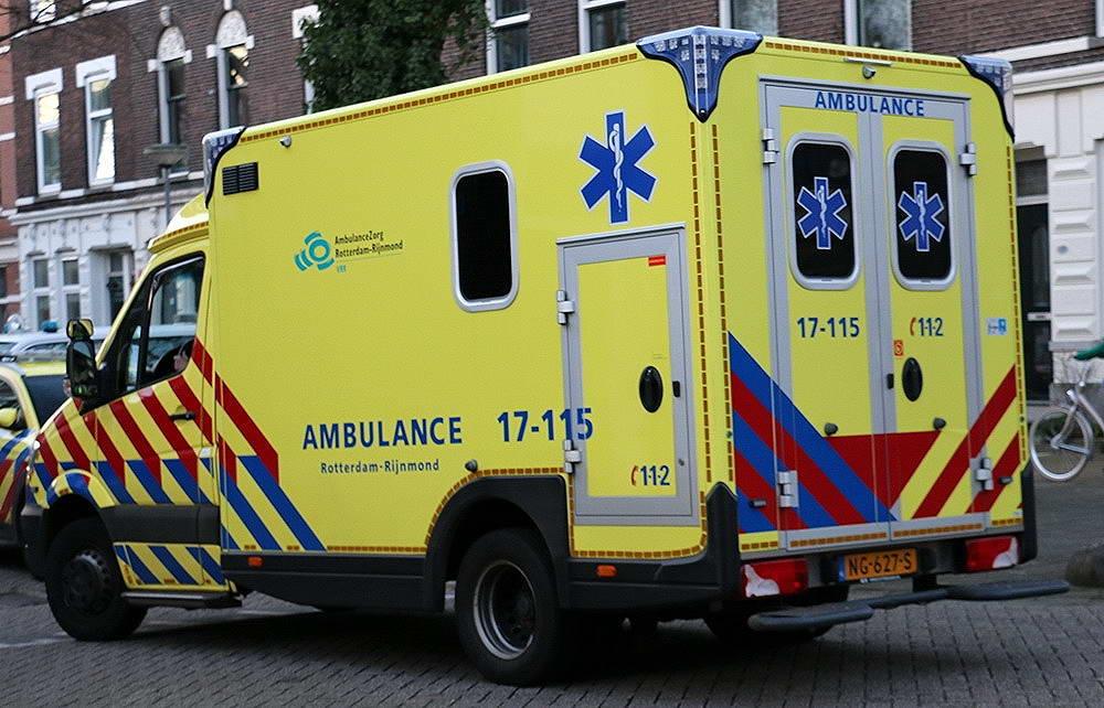 Vrouw gewond bij aanrijding met vrachtauto op de Oostzeedijk-Beneden