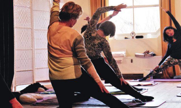 Yogalessen bij Yoga & Welzijn voor volwassenen en senioren in Kralingen