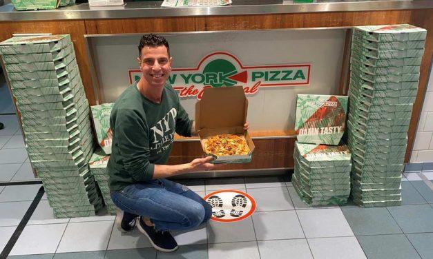New York Pizza Alexandrium geeft pizza's weg aan mensen die het nodig hebben