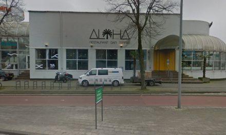 Agenten sturen groep weg van parkeerplaats Maasboulevard