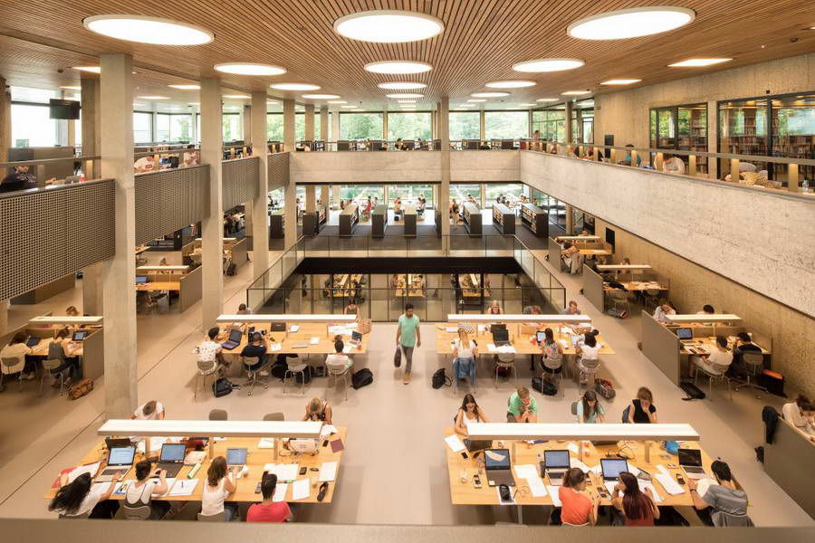 Geen tussenjaar en bijna iedereen geslaagd: EUR heeft dit jaar flink meer nieuwe studenten