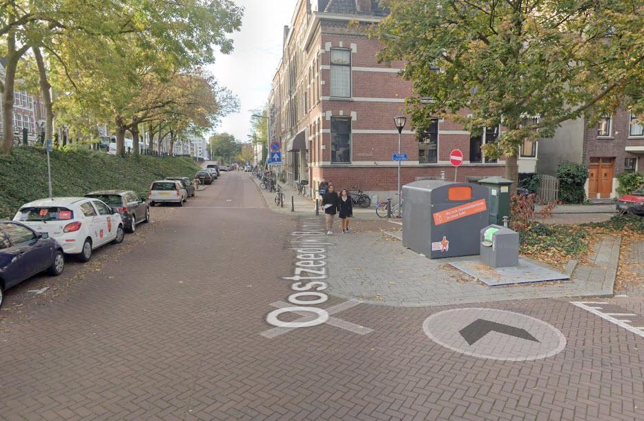 Studenten bekogelen agenten die optreden tegen illegaal huisfeest in Kralingen