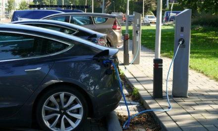 Rotterdam breidt netwerk van laadpalen voor elektrische auto's uit