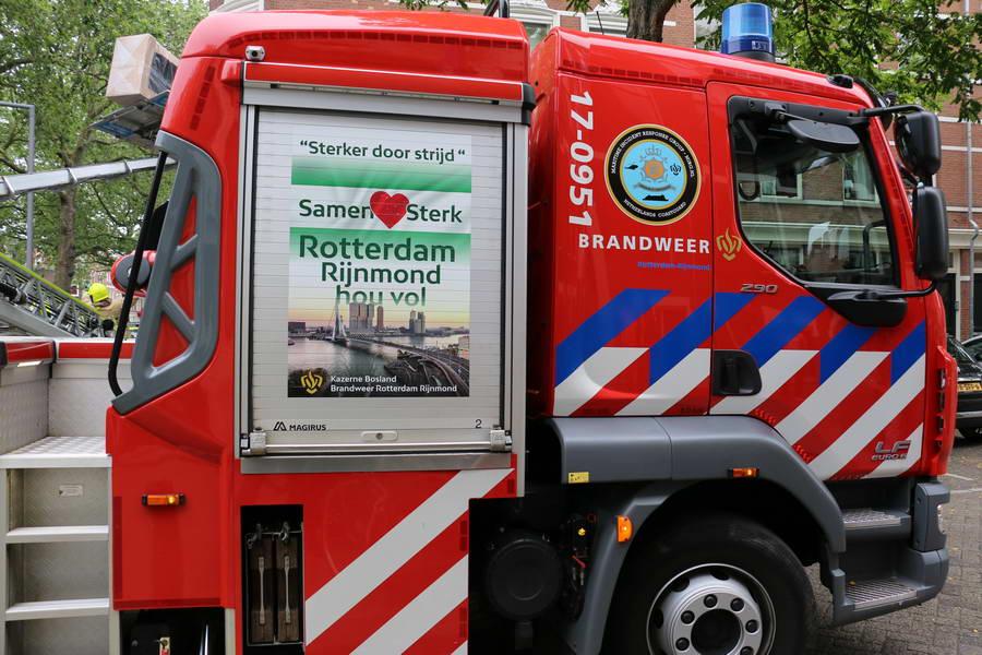 Waterleiding gesprongen in Crooswijk, meerdere sinkholes in de Boezemweg
