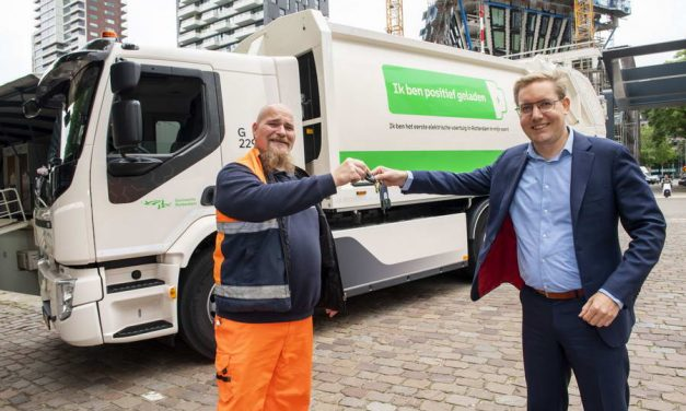 Rotterdam introduceert de eerste stille en schone vuilniswagen volledig elektrisch uit de fabriek
