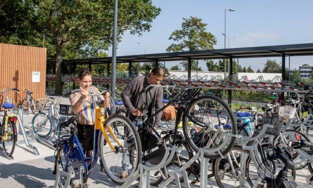 Grotere fietsenstalling bij ov-knooppunt Capelsebrug geopend