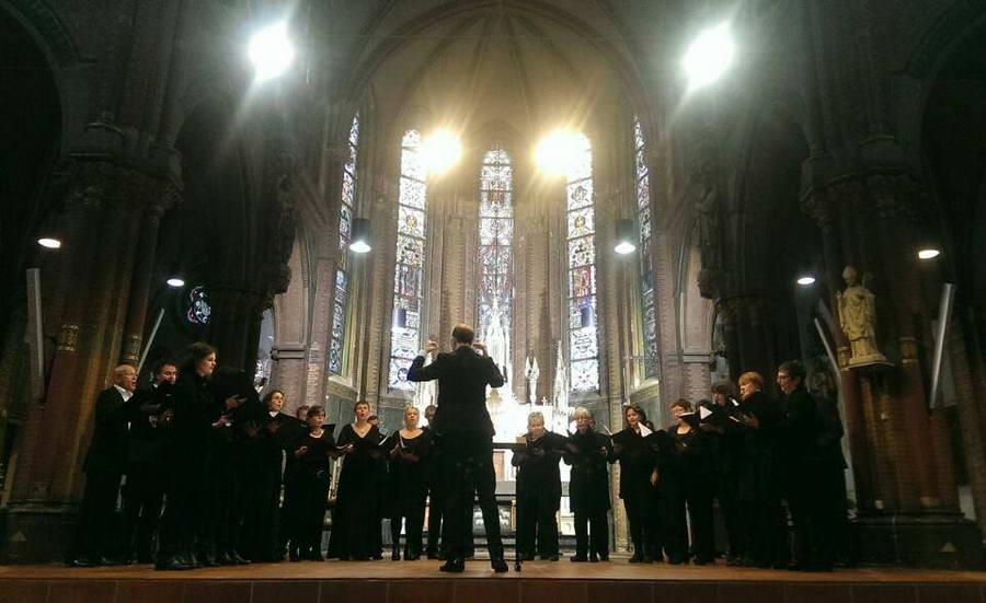 Capella Sine Nomine met 'Totentanz' van Distler in Sint Lambertus